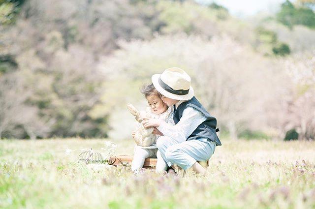森は ふんわりピンク色でした。週末しか 開放されないため季節の変化を 毎回感じます。撮影のお問い合わせは@alku_mi さんまで。#ロケーションフォト#出張撮影#ファインダー越しの私の世界 #写真好きな人と繋がりたい #写真撮ってる人と繋がりたい #逗子#湘南#子育て#イースター#2歳#入学記念#ig_kids #ig_japan #アルクウミスタイリング #コドモノ#love (Instagram)