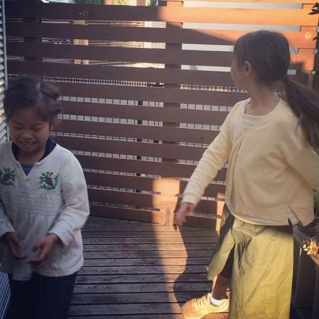 高熱と蕁麻疹から復活した娘バレエを 教わる。@muuuuuuum さん #お風呂一緒に入りたいって言ってるよ#バレエ#ballet#レッスン1 (Instagram)