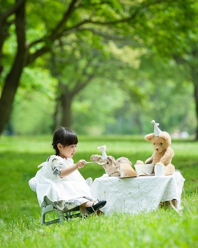 「くまくんの おともだち」絵本をテーマにしたものがたりづくり。くまくん 衣装 全て@alku_mi さんの 手づくりです。#くまくんのおともだち#ロケーションフォト #出張撮影#kidsphotography #kidsfashion #アンティーク#シュタイフ人形#森#green#ポートレート #子供写真#birthday#teaparty#写真好きな人と繋がりたい #写真撮ってる人と繋がりたい #ファインダー越しの私の世界 #鎌倉#湘南#葉山#ハンドメイド子供服 (Instagram)