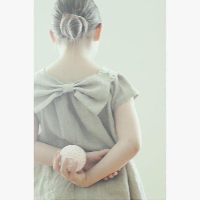 スイスより来月撮影予定の 双子ちゃん衣装が 届きます。@atelier_ito さんが仕立てるお洋服スタイリングをしてくれるのは@alku_mi さん。大好きな世界観が 織りなす新しいものがたりづくりとっても楽しみなのです。#レンタル子供服 #レンタル衣装#子供服#ハンドメイド子供服 #アルクウミスタイリング #鎌倉#葉山#スイス#ハンドメイド#出張撮影#ロケーションフォト #ワンピース (Instagram)