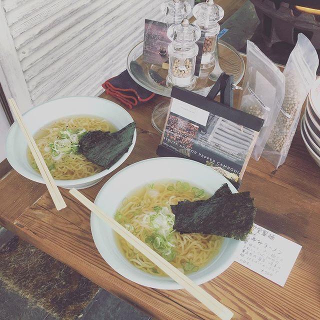 撮影後に邦栄堂製麺の ラーメン海を見ながら。ペコペコお腹に 染み渡りました。#邦栄堂製麺 #ラーメン#仕事終わりのラーメン#葉山#chordhayama #ラーメン#鎌倉 (Instagram)