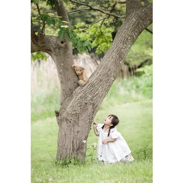 @alku_mi スタイリング絵本の世界「くまくんのおともだち」こんなシーン あったっけ。。 #くまくんのおともだち#絵本#bear#forest#ハンドメイド子供服 #itophotography #alkumi #アルクウミスタイリング #鎌倉#湘南#葉山#子供写真#お誕生日記念#写真好きな人と繋がりたい #写真撮ってる人と繋がりたい #ファインダー越しの私の世界 #story#kidsfashion #kidsphotography #ロケーションフォト #出張撮影 (Instagram)