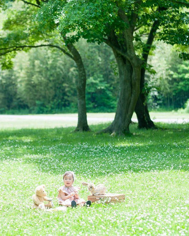 シロツメクサの 森。#出張撮影#ロケーションフォト #itophotography #アルクウミスタイリング #シロツメクサ#アンティーク#ハンドメイド子供服 #bear#テディベア#ig_japan #子供写真#記念撮影 #kidsphotography #kids#2歳#写真好きな人と繋がりたい #写真撮ってる人と繋がりたい #湘南 (Instagram)