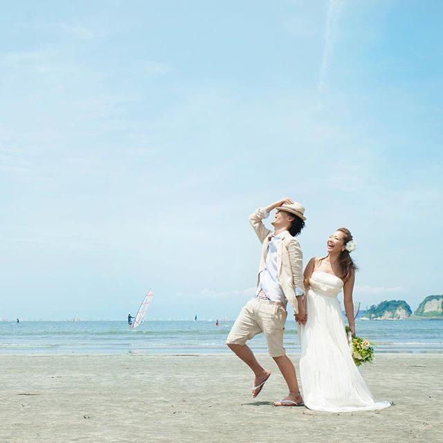 weddingドレスは @alku_mi さんの手作りとにかくカジュアルな雰囲気がご希望のおふたり。ふんわりゴージャスなパニエ思い切って なしにしてみたらうん おふたりらしく なりました。#wedding#weddingdress #ハンドメイドドレス#beach##beachwedding#ロケーションフォト #ロケーション前撮り #前撮り#結婚式#湘南#鎌倉#カジュアルウェディング#summer#アルクウミスタイリング #レンタルドレス #ig_japan #japan (Instagram)