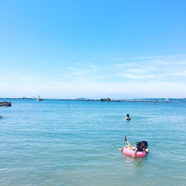 透明度 ♂️のんびり度#葉山#beach#ig_kids #summer#夏休み#湘南 (Instagram)