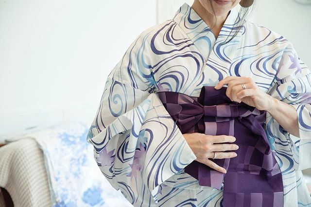 浴衣をサッと着て凛とした女性憧れます。先日の着付けレッスンイベントでのミニ撮影データ。コツコツ現像中。今度は どんなイベントになるのかとっても楽しみです♩#summer #浴衣#着付けレッスン#ミニ撮影会#出張撮影#wabito#kamakura#鎌倉#鎌倉花火大会 #ig_japan #写真好きな人と繋がりたい #写真撮ってる人と繋がりたい #浴衣美人#着物美人#葉山女子旅きっぷ #女子旅#湘南#kimono (Instagram)