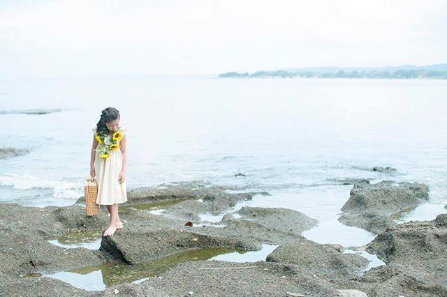 ハーフ成人式の記念に。アルクウミスタイリングの衣装でのものがたりづくりお問い合わせは @alku_mi さんまで#出張撮影#ロケーションフォト#子供写真#5年生#kidsphotography#beach#ヒマワリ#向日葵#アルクウミスタイリング #sea#三浦海岸#葉山#湘南#写真好きな人と繋がりたい #写真撮ってる人と繋がりたい #ig_kids #ig_japan #ハーフ成人式#itophotography (Instagram)