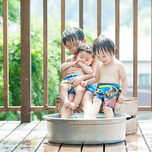 雨続きの 夏休み︎縁日出張写真館の日からピッカピカのお日様見ていないような。。今日は コワーキングさんでイロアソビのワークショップがあります。雨の日 虹色あそび。楽しんでもらおう♩#出張撮影#夏の思い出#夏休み#鎌倉#子連れで働く#コワーキング#写真好きな人と繋がりたい #写真撮ってる人と繋がりたい #ig_japan #ig_kids #instadaily #summer#夏休み#boys#ベビフル#コドモノ#kamakuracoworkinghouse (Instagram)