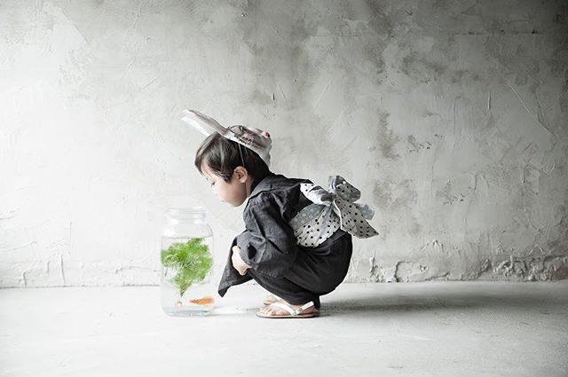 8/23 wed  @alku_mi さんでの縁日出張写真館はご参加いただく方限定となりますが撮影で使われた衣装や ハンドメイドお洋服のフリーマーケットがあります。お問い合わせ ご予約は@alku_mi さんまで。#フリーマーケット#出張撮影#縁日#夏の思い出#夏休み#写真好きな人と繋がりたい #itophotography#ハンドメイド子供服#鎌倉#湘南#子育て#お祭り#ig_japan #kidsphotography #浴衣#子供浴衣#ハンドメイド子供服#レンタル衣装#kidsphotography #金魚#アルクウミスタイリング (Instagram)