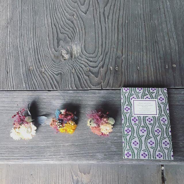 七五三撮影の日@leplaisir_leplaisir さんのお祝い花から はじまる朝。急遽決まった撮影で今シーズンの新しい試みを 「オマカセで 」と伝えて イメージ越えの作品をつくりだしてくれました。そんなわけで 今シーズンは花飾りのレンタルができます。#ありがとう#以心伝心#ドライフラワー#ig_japan #七五三#髪飾り#出張撮影#湘南#アンティーク#dryflower (Instagram)