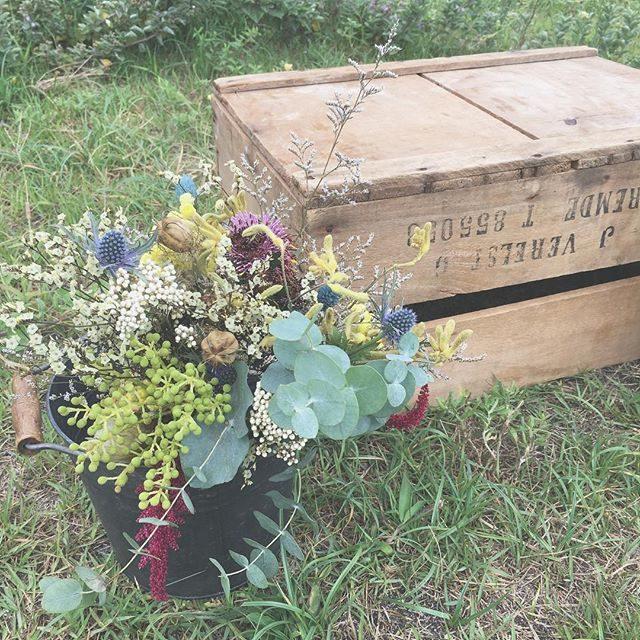 おひさまパン撮影会のときの@leplaisir_leplaisir さんのお花。絵本の中に出てくる色がギュッと集まっていました。#おひさまパン #出張撮影#ロケーションフォト #bouquet #えほん#絵本#ブーケ#dryflower (Instagram)