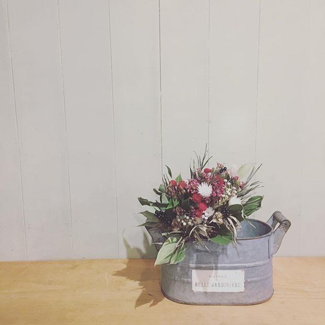 本日の @leplaisir_leplaisir さんのお祝い花県外出張撮影なのでドライで用意してくれました。通勤ラッシュのギューギュー電車内もお花見て癒されたー!#いつもありがとう#ブーケ#bouquet #七五三#出張撮影 #子ども写真#逗子#amigokitchen#つくばエクスプレス (Instagram)