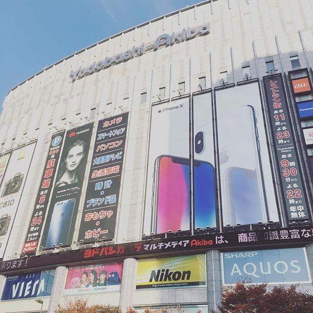 つくばエクスプレス終点で降りたら 秋葉原。早く戻れたのでD850とにらめっこ。カメラ機材のことは正直全く興味ないけれどもう少し 暗い場所でも対応できるスペックのものが欲しい。。#フィルム派です#シャッター音がなぁ#d850#ってどうですか#ヨドバシカメラ#ニコン#ig_japan #japan (Instagram)