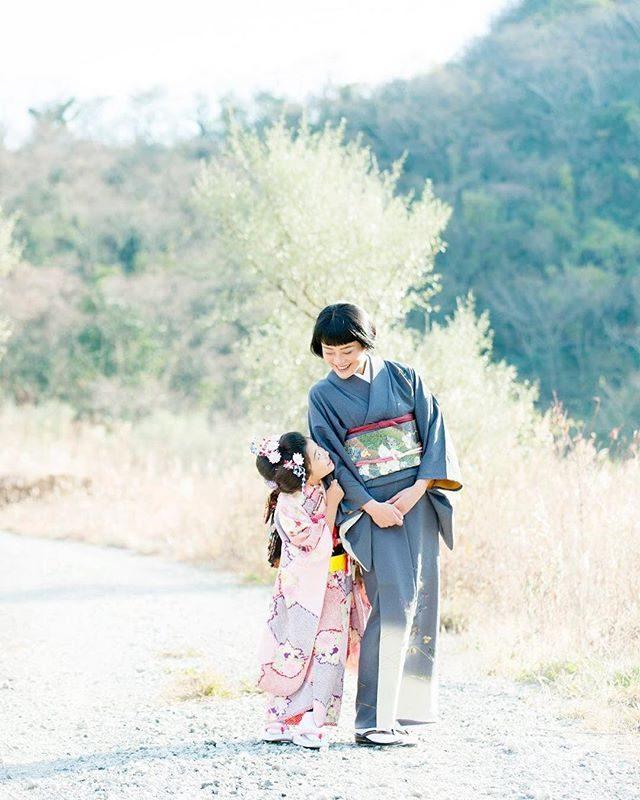 おかあさん♪#七五三#ロケーションフォト#出張撮影#写真好きな人とつながりたい#前撮り#kidsphotography#7歳#湘南#鎌倉#後撮り#753#写真撮ってる人とつながりたい#東京カメラ部 (Instagram)