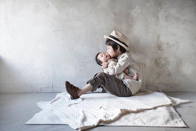 お誕生日の記念とお兄ちゃんになったよ記念に。#出張撮影#ハンドメイドこども服#写真好きな人と繋がりたい#写真撮ってる人と繋がりたい#東京カメラ部#家族#kidsphotography#鎌倉#湘南#子ども写真#kidsfashion#アルクウミ#5歳#banyphoto (Instagram)