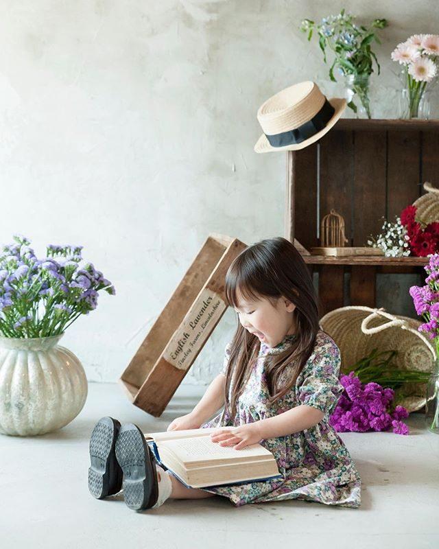 今日は 「春をはこぶミモザスタイリング」撮影会。@alku_mi の店内がミモザの香りに包まれます。定員を超えての撮影につきゆっくりとお話しはできないかもしれませんが撮影しながら お子さまの成長と春の訪れを一緒に喜ぶひとときを過ごせたらと♪ #アルクウミスタイリング#出張撮影#spring#flower#子ども写真#鎌倉#湘南#卒園#卒業#入学#入園#ハンドメイド子供服#アンティーク#写真好きな人と繋がりたい#写真撮ってる人と繋がりたい#東京カメラ部 (Instagram)