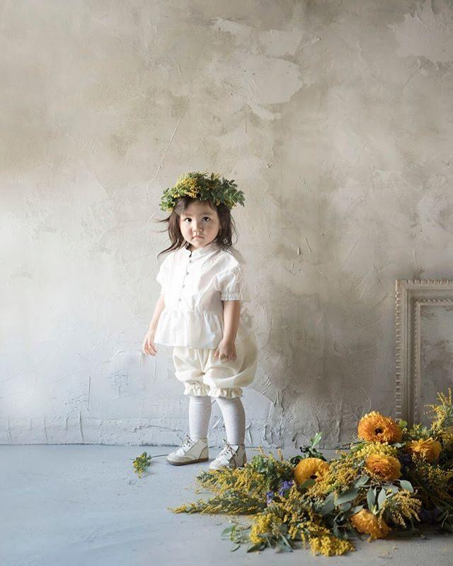 @alku_mi さんセレクトの作家さん@k_i_i_t_t_i さんと衣装コラボ。なんとも贅沢な撮影会でした。3/24の撮影会はレンタル衣装はありませんが晴れたら海と@leplaisir_leplaisir さんの春のお花スタイリング あります。#出張撮影#ミモザ#ハンドメイド子ども服#アンティーク#シャビーシック#antique#鎌倉#湘南#葉山#入園#卒園#入学#卒園式#flower#写真好きな人と繋がりたい#写真撮ってる人と繋がりたい#アルクウミスタイリング#alkumi#kidsphotography (Instagram)