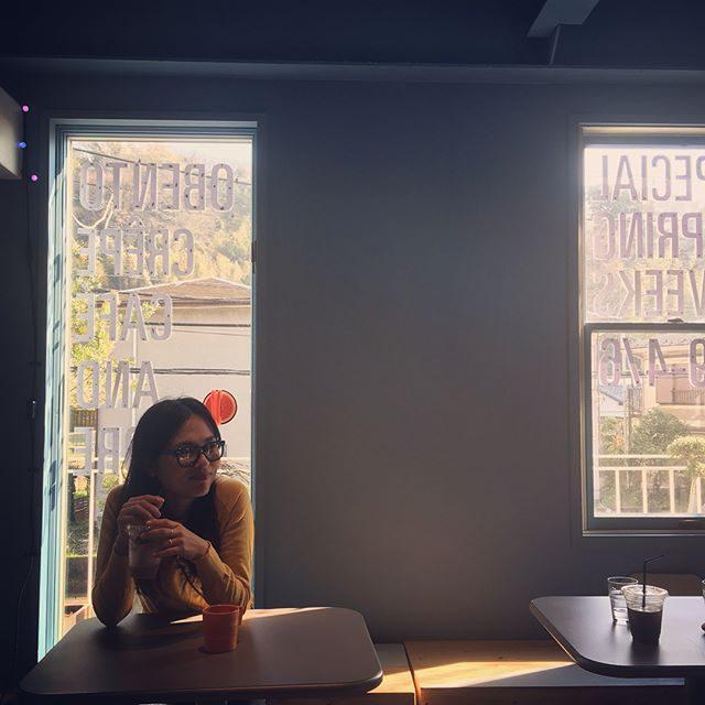 撮影終わって @holizontalhym 遅めのお昼とこどもたちは クレープのおやつ。おひとりさま時間を優雅に過ごしてるみたいにみえるけれど現実は そうでもなく。な お友だち。#ホリデー#クレープ#撮影後のご褒美#食堂#葉山 (Instagram)