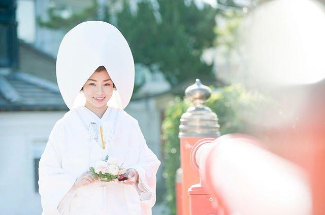 挙式撮影。天気予報を見る限り夕方まで 雨️贅沢は言わないので風だけでも 止んでほしい。一瞬 雨が止んでほしい。#晴れてくれたらもっと嬉しい#和装撮影#結婚式#挙式#白無垢#湘南#葉山#森戸大明神#写真好きな人と繋がりたい#写真撮ってる人と繋がりたい#東京カメラ部#結婚式#花嫁 (Instagram)