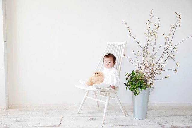 bornfreeworksさんでの「白と海の写真館」データコツコツ現像納品しています。とにかく 可愛くて 撮りすぎました。今週中には全て納品できそうです。今回の @leplaisir_leplaisir さんのお祝い花は 春にぴったりの桜でした。写真館ご希望の方はグループでのご予約がお得です。#出張撮影#ロケーションフォト#七五三撮影#七五三前撮り#お誕生日記念#桜#入学記念#入園記念#kidsphotography#写真好きな人と繋がりたい#鎌倉#湘南#ボーンフリーワークス#bornfreeworks#由比ヶ浜#1歳記念#birthday (Instagram)