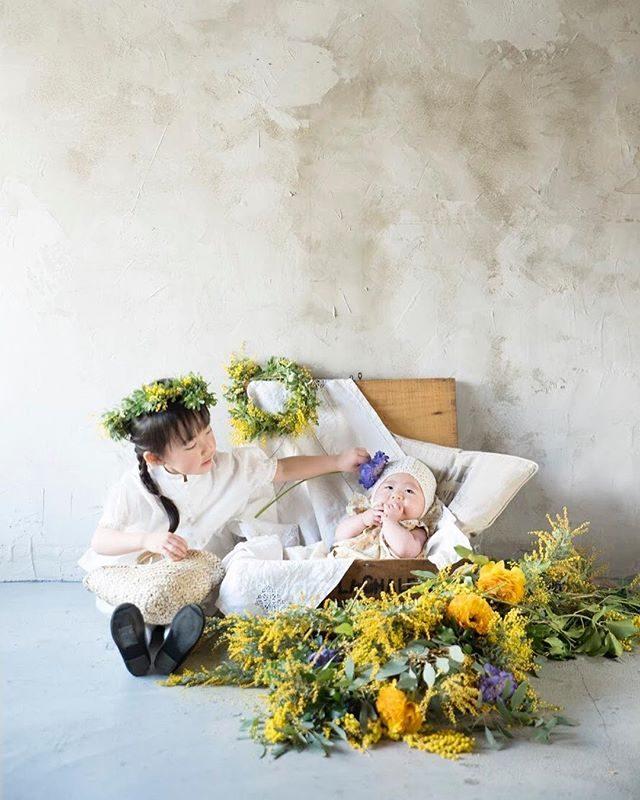 ALKUMIさんの店内で@leplaisir_leplaisir さんの春のミモザスタイリングに続き紫陽花スタイリングミニ撮影会6/11(mon)に開催予定です。下記詳細です。ご予約状況は@alku_mi さんにてご確認ください。.¥15,000 (tax in)....10:00- Reserved10:45- 11:30- 12:15- Reserved13:00- 13:45- ..・撮影時間20分くらい・データは15枚ほどを後日メールにてお届け・お洋服はALKU'MIにてスタイリング一式をご用意します (おサイズ80-120まで)・ご兄弟お子さまお1人増えるたび+¥2,000(tax in)いただきます...*こちらのミニ撮影イベントは、ご予約が3件いただきましたら開催となり、3件に満たない場合は中止となります(お友だちとご一緒でのご予約、歓迎いたします^_^) ..*イベントになりますので撮影はお子さまのみとさせていただきます....ご予約は 1.大人の方のお名前、TEL、ご住所、メールアドレス 2.お子さまのお名前、年齢 、お洋服、靴のおサイズ3.ご希望のお時間 ..こちらをご記入し、DMもしくはこちらまでご連絡くださいませ♫ .alkumi@alkumi.info ご質問もお気軽にお待ちしております。 (Instagram)