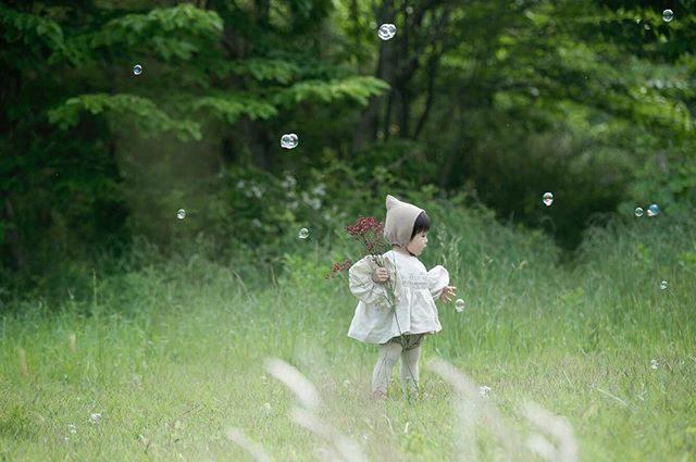 雫の妖精。梅雨入りかぁ。。毎日天気予報とにらめっこ。#出張撮影#ロケーションフォト#梅雨入り#写真好きな人と繋がりたい#写真撮ってる人と繋がりたい#葉山#湘南#photography#kidsphotography#ハンドメイド子ども服#シャボン玉#梅雨入り#キッズモデル#kidsphotography#ママリ (Instagram)