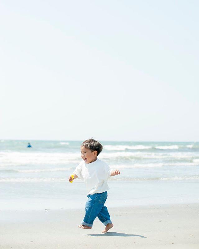 海に入れる季節になりました。born free worksさんで撮影の後は水着に お着替えして目の前の海で海水浴撮影🏖6/9の土曜日は 撮影で1日レンタルしているので午後のお時間で撮影可能です。駐車場も1台スペース有り。お問い合わせは DM または HPのコンタクトフォームにてお受けしています。#出張撮影#鎌倉#bornfreeworks#ボーンフリーワークス#ロケーションフォト#写真好きな人と繋がりたい #写真撮ってる人と繋がりたい#由比ヶ浜#鎌倉#湘南#海水浴#葉山#キッズモデル#kidsphotography (Instagram)