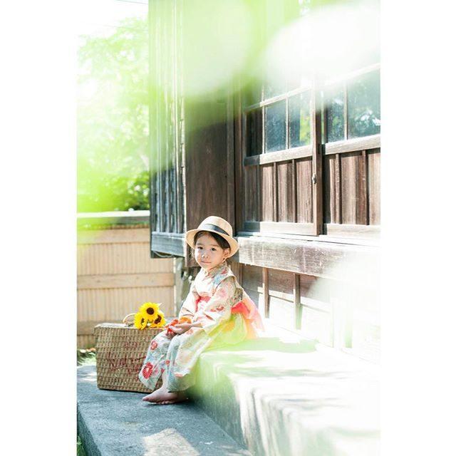 七五三シーズンにお問い合わせを頂いている古民家カフェでの撮影「engawa写真館」はengawa cafe & space さんの定休日のみ 貸し切ることが可能です。週末がお休みの日が多いのですが夏季休業の期間は 平日も撮影できる日があります。家族みんなで浴衣写真もきっと ステキです。#engawacafe#縁側#古民家#古民家カフェ#出張撮影#写真好きな人と繋がりたい#写真撮ってる人と繋がりたい#東京カメラ部#ig_japan#七五三前撮り#七五三#葉山#湘南#ロケーションフォト#kidsphotography#着物#japan#summer#ひまわり#葉山女子旅きっぷ#葉山歩き (Instagram)