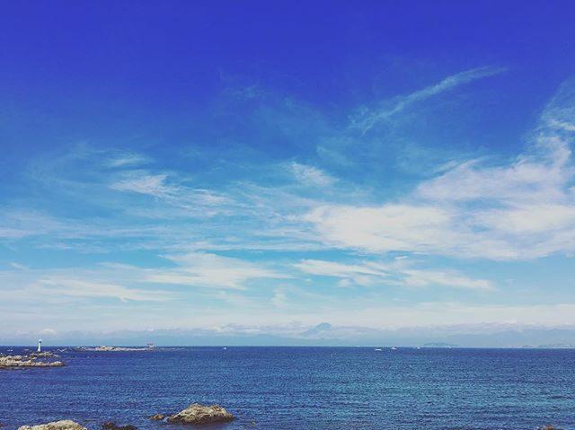 梅雨明け️初の撮影は お宮参り。風が心地よく 清々しい。#梅雨明け#葉山#森戸大明神#七五三前撮り#出張撮影#ロケーションフォト#写真好きな人と繋がりたい#beach#sea#富士山#お宮参り#湘南 (Instagram)