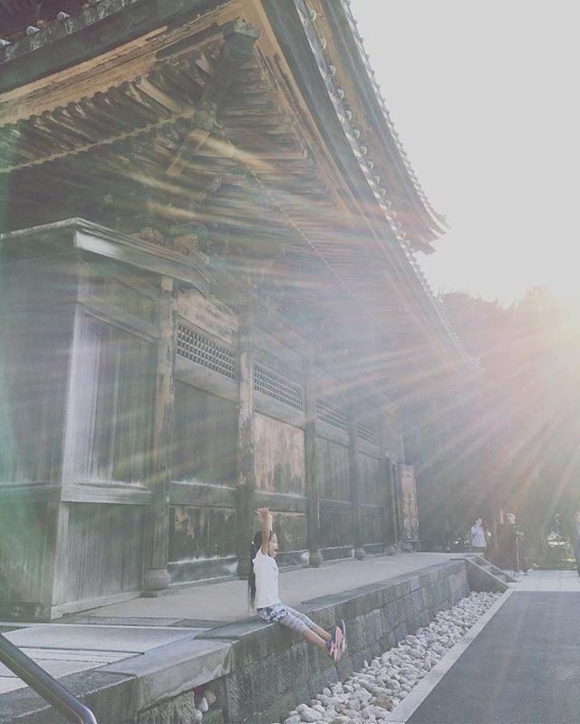 娘 トレイルラン記録🏔:鎌倉ー北鎌倉トレイル:鎌倉駅ー寿福寺ー源氏山ー北鎌倉ーまだまだ走るというので建長寺山頂で富士山を拝んで下山コース。兄たちは レースの練習のためそのまま 天園ー金沢八景ー金沢文庫まで走る15キロのトレイル。娘が心配で 都内から戻って同行した母が娘にも着いて行けず 足を引っ張るという大失態でしたが秋の北鎌倉 楽しかった♪#ジュニアトレイル#トレイルラン#北鎌倉#ig_japan#建長寺#子育て#娘のトレイルラン記録 (Instagram)