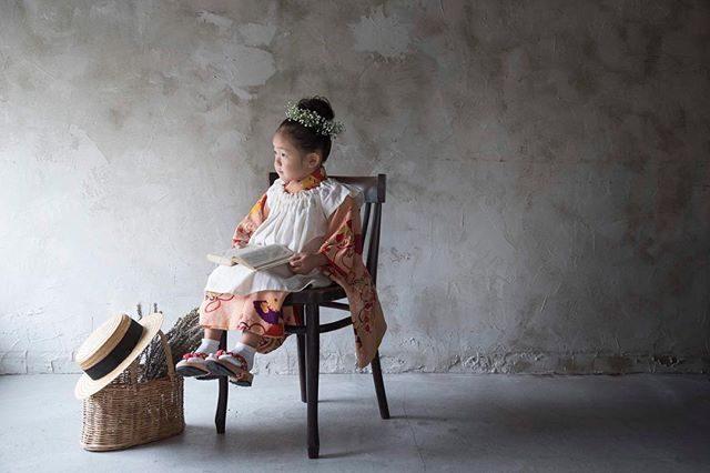 @alku_mi さんのレンタル着物こちらは アンティーク着物になります。これから いろいろとお着物を仕立ててみたいそうで聞いているだけで ワクワク♪なんでも 自分で作ってしまう彼女はほんとに すごいー!!ないものは つくりだす!それが アルクウミスタイリングなのです。#レンタル着物#アルクウミスタイリング#出張撮影#ないものはつくる#アルクウミスタイリング#鎌倉#湘南#写真好きな人と繋がりたい#写真撮ってる人と繋がりたい#キッズモデル#コドモノ#七五三#七五三前撮り#3歳#nikon#ig_japan#東京カメラ部#ハンドメイドこども服 (Instagram)