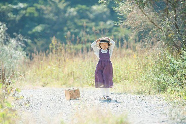 ALKU'MIスタイリング農園ミニ撮影。ぴゅーんと帽子が飛んでいっちゃう風そよぐ晴れの日でした️秋の光と みんなの笑顔 キラキラ。現像しながら 楽しい時間を振り返っていました。#出張撮影#農園#farm#写真好きな人と繋がりたい #写真撮ってる人と繋がりたい#kidsphotography#葉山#湘南#子ども写真#コドモノ#ハンドメイド子ども服#ロケーションフォト#ミニ撮影会#ママリ#アンティーク#ファインダー越しの私の世界#親バカ部 (Instagram)