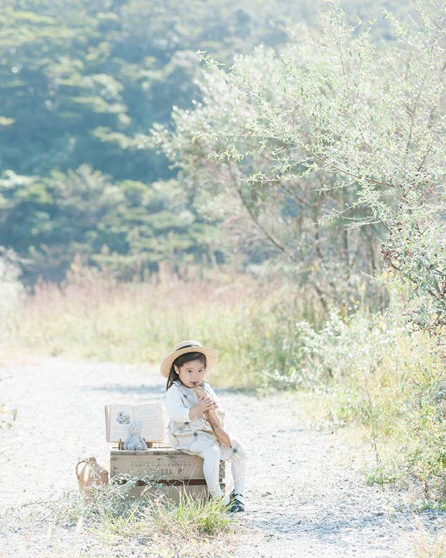 「農園とパン」パンの食べ方がとっても ロックだったなぁ♪#出張撮影#ロケーションフォト#アルクウミスタイリング#写真好きな人と繋がりたい#ig_kids#ハンドメイドこども服#キッズモデル#パンと#ig_japan#農園#tocotoco#バースデーフォト#2歳#湘南#葉山歩き (Instagram)
