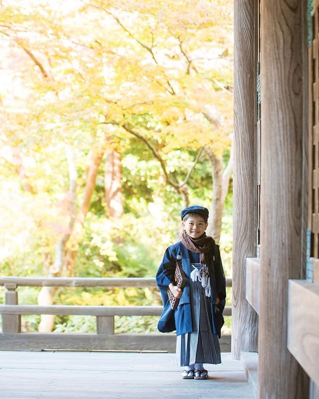 寺子屋 駆け込み寺。。その昔 お寺は 人々のコミュニティやご縁を繋ぐ場所だったということで七五三のご記念にロケーション撮影として家族と一緒にお寺で過ごしながら晴れ着姿のお子様の成長を喜ぶ時間も これまた良いものだなぁと。年々 色々な場所での撮影ご希望が増えておりますが鎌倉の寺院は 撮影許可をいただける場所が限られておりご希望のお寺で撮影が出来ない場合もありますので予めご了承ください。。 #出張撮影#ロケーションフォト#鎌倉#七五三撮影#写真好きな人と繋がりたい#ig_kids#七五三#5歳#kidsphotography#レンタル着物#湘南#ig_japan (Instagram)