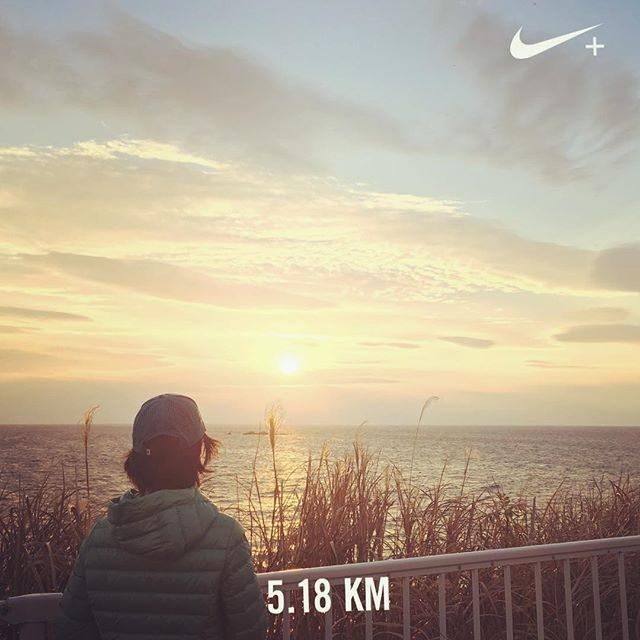 味噌作りトークと中学校の制服トークであっという間の 5km。夕日が やさしい色でした。#ジョギング#葉山#sunset#今そら#走った記録 (Instagram)
