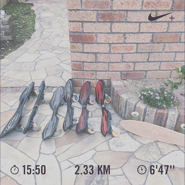 中学校のお弁当が始まりつくり置きを再開してみたら走る時間が 少しだけできた。近ごろ 界隈ではブレイブボードがブームで🛹自分たちの時代で言うところのローラースケートのような感じ。日暮れまで  ぐるぐる遊んでる。#ジョギング始めました#ブレイブボード#ジョギング#隙間時間#久しぶりに走るとしんどい (Instagram)