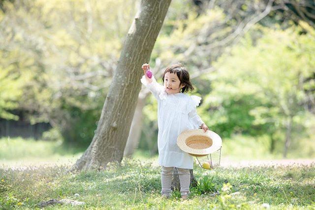 egg hunt 🥚🥕今シーズン 何回 エッグハントして 遊んだだろ。もういっかーい! もういっかーい! ってエンドレスだった時もあったなぁ♪今日は 森で @alku_mi さんとミニ撮影会そしてイースター🐇森で エッグハントしましょう!#easterphotography#easter#happyeaster#easteregg#_lovery_weekend#tv_kids#easterbunny#kidsphotography#spring#easterphotoshoot#letthemexplore#dearphotographer#イースター#キッズモデル#イースター#出張撮影#アンティークドレス#写真好きな人と繋がりたい#コドモノ#キッズモデル (Instagram)