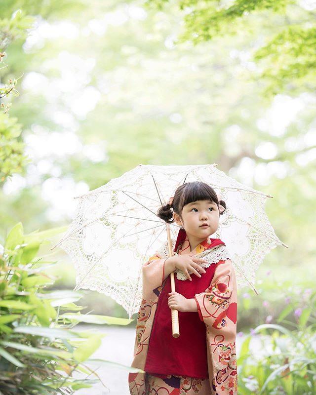ALKU'MI スタイリングの七五三リピーターさんのみのサービスとなりますがお外へお出かけ撮影もやってます。アルクウミさんのお着物での撮影につき窓口は @alku_mi となります。#出張撮影#ロケーションフォト#七五三#3歳#鶴岡八幡宮#写真好きな人と繋がりたい#写真撮ってる人と繋がりたい#ハンドメイド子ども服#鎌倉#レンタル着物#アンティーク着物#着物#コドモノ#お出かけ日和 (Instagram)
