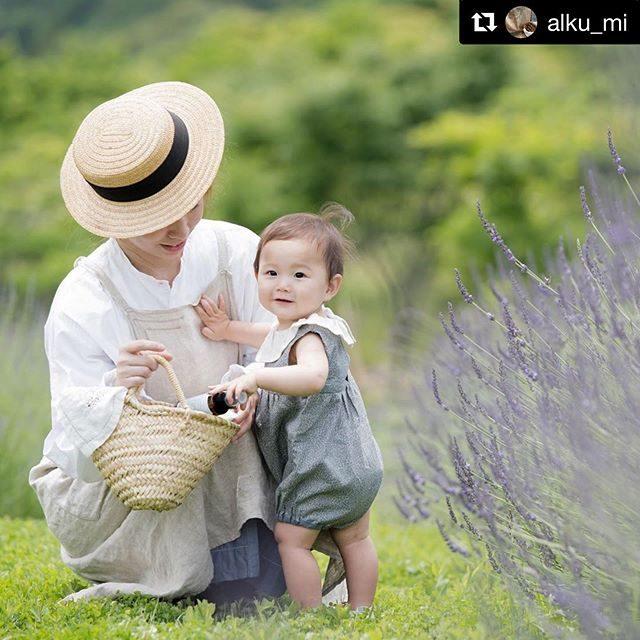 """待ってました!赤ちゃんにもやさしいオーガニックの日焼け止めクリーム🏖baby bubaさんの素晴らしいところは毎回 撮影の際に次のビジョンを語られるのですが次の撮影の時には実現されていること!オーガニックにとことん徹してお母さんたちの気持ちになって赤ちゃんへ優しさを届ける。そんな企業のお手伝いをアルクウミさんと一緒にできることとっても嬉しく思います。#Repost @alku_mi with @get_repost・・・..先日、撮影のスタイリングでご一緒させていただきました@babybubajp さんが東京ビッグサイトで開催される. """" BABY&KIDS EXPO """"に出展されます.6/26(水)-28(金)10:00-18:00 (最終日17:00)..今まで発売されていた商品に・アウトドアボディスプレー .・UVプロテクトフェイス&ボディ.こちらの新製品が加わります︎..東京ビッグサイト西2ホールNO,W7-53..手にとって、香りを楽しみながらひとつひとつについて詳しく説明を聞くことが出来るのも、展示会ならでは。.お子さまの大切なお肌に....優しいハーブの香りが心地よいUVプロテクトクリームと、アウトドアボディスプレーで、お出かけしませんか?..詳しくはbabybubaさんのページをご覧ください.. .#babybuba#babyjapan #uvプロテクトスプレー #アウトドアボディスプレー #ラベンダー畑 #lavender#有言実行#写真好きな人と繋がりたい#写真撮ってる人と繋がりたい#organic#企業撮影#商品撮影#キッズモデル#親子モデル (Instagram)"""
