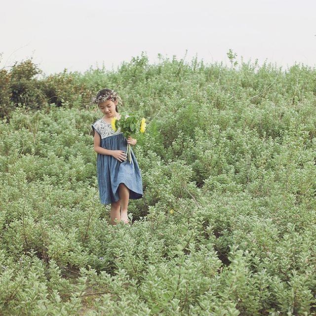 昨年の 神武寺 鷹取山撮影に続きいつか 撮影したいと思っていた猿島。なんと この夏 麦わらの一味が島をジャックして「モンキー・D・ルフィ島」に名称が変わっているようです。そんな ルフィ島で 撮影のお仕事の依頼を受けまして 島へと渡る予定ですが念願叶う 絶好のチャンス♪なので8/8、8/9(午前または午後のみ)にロケハンとサンプル撮影も兼ねたミニ撮影をくっつけちゃいたいと思います。直前の企画につき これまでに撮影させていただいたリピーターさん  または 今年の七五三シーズンにご予約を頂いている方のみの企画になります。撮影料金:1組 5,000円 乗船料が別途必要となります。(webなどでご紹介させていただける方) ★8/8のみ、グループでの撮影が可能です。グループでお申し込みいただく場合は1名の代表者の方がリピーターさんでお願いいたします。★お花をご希望の方は追加料金となります。★10歳用のワンピースや ヴィンテージのお洋服を持って行きますのでフランス積みのレンガや橋で 是非 夏の思い出を。お問い合わせはDMにてお待ちしています。#出張撮影#猿島#ルフィ島#横須賀#ロケーションフォト#アンティーク#ハンドメイド子ども服#写真好きな人と繋がりたい#葉山#ig_japan#kidsfashion#キッズモデル#プチトリップ#夏休み#コドモノ#ハーフ成人式 (Instagram)